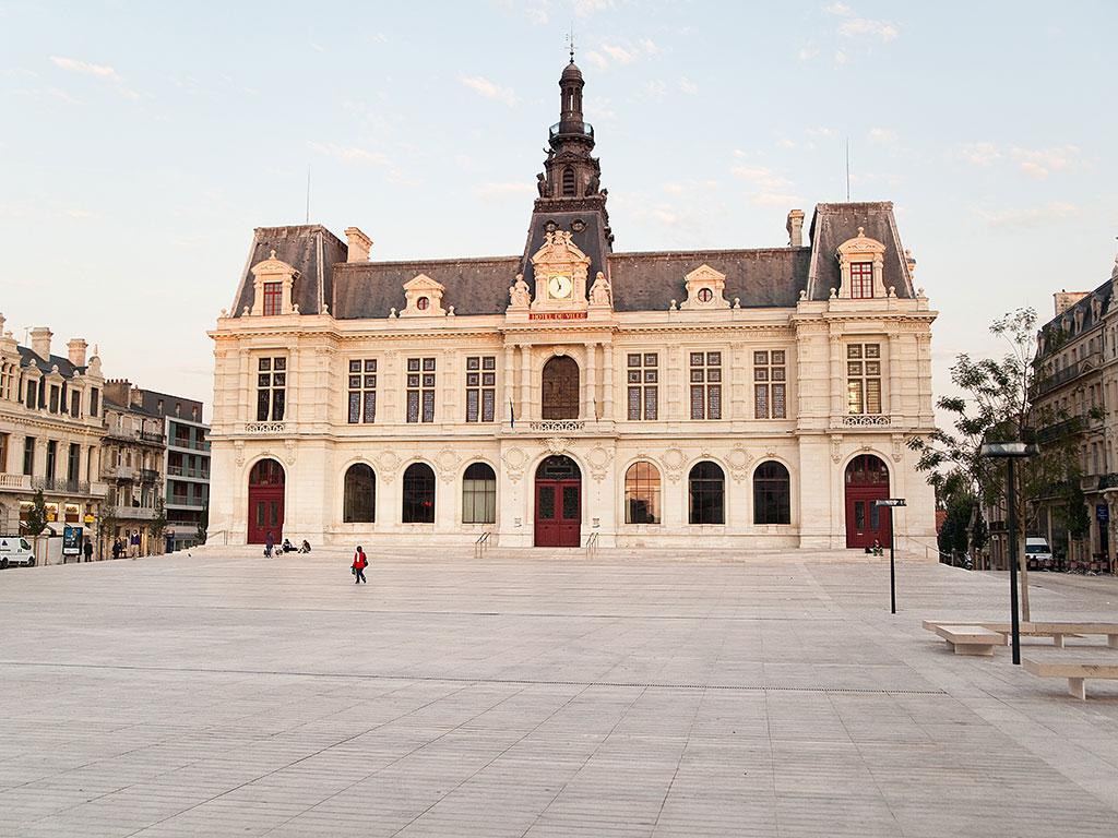 poitiers castle flagstones urban development SETP