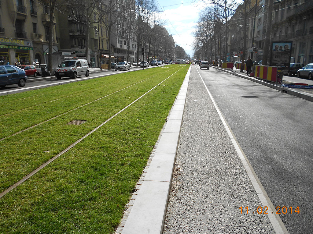tramway grenoble kerbs flagstones gutters SETP