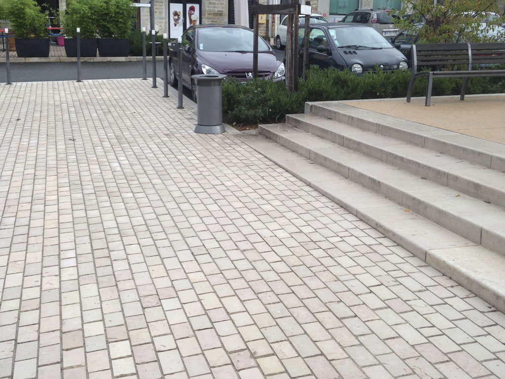 Limestone Comblanchien, pavers and staircase