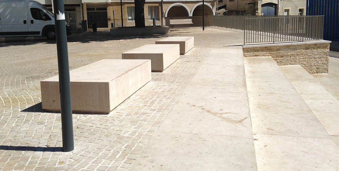 Massive block of Comblanchien used like a bench