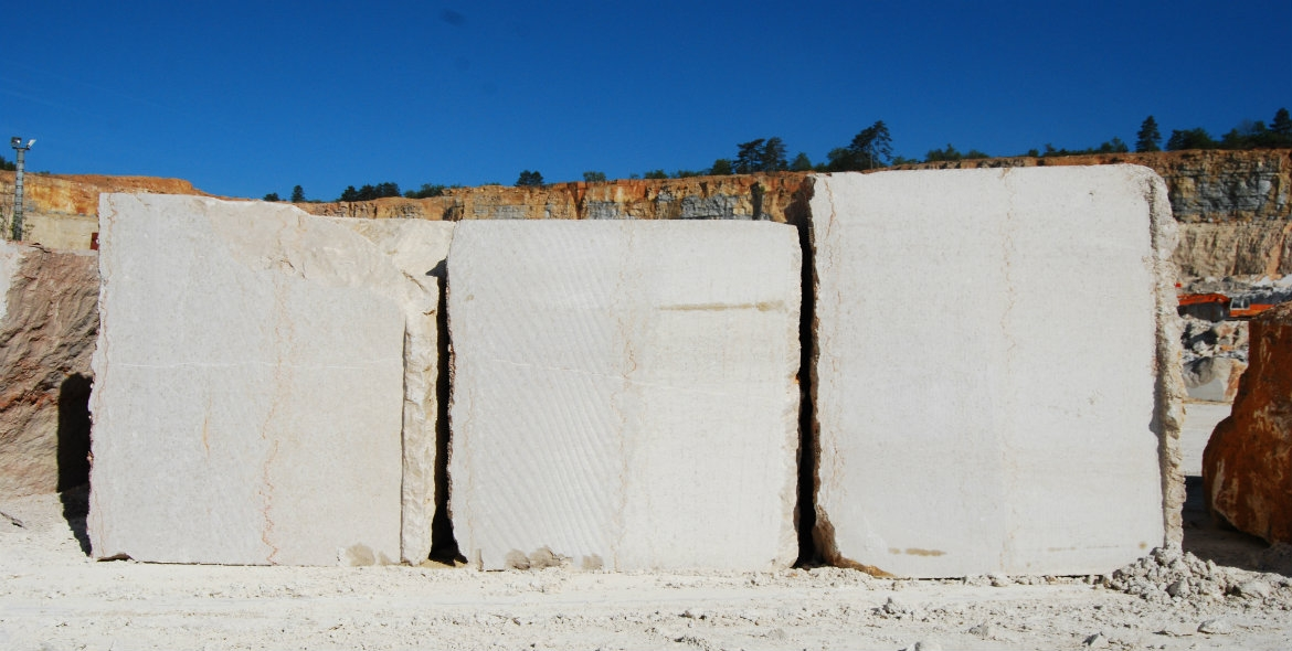 Blocks of comblanchien in the quarry