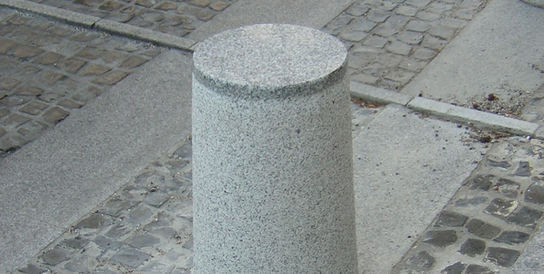Bollard made with Tarn's granit