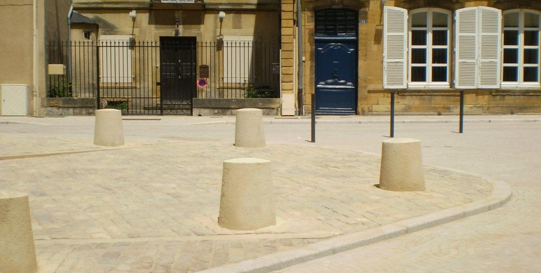 Bollards in Paray-Le-Monial (71)