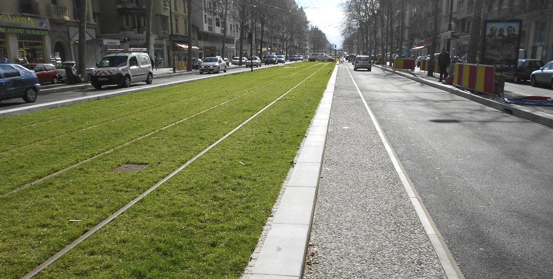 Kerbs bordering tram lines in Lyon