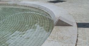 Albi's town center fountain